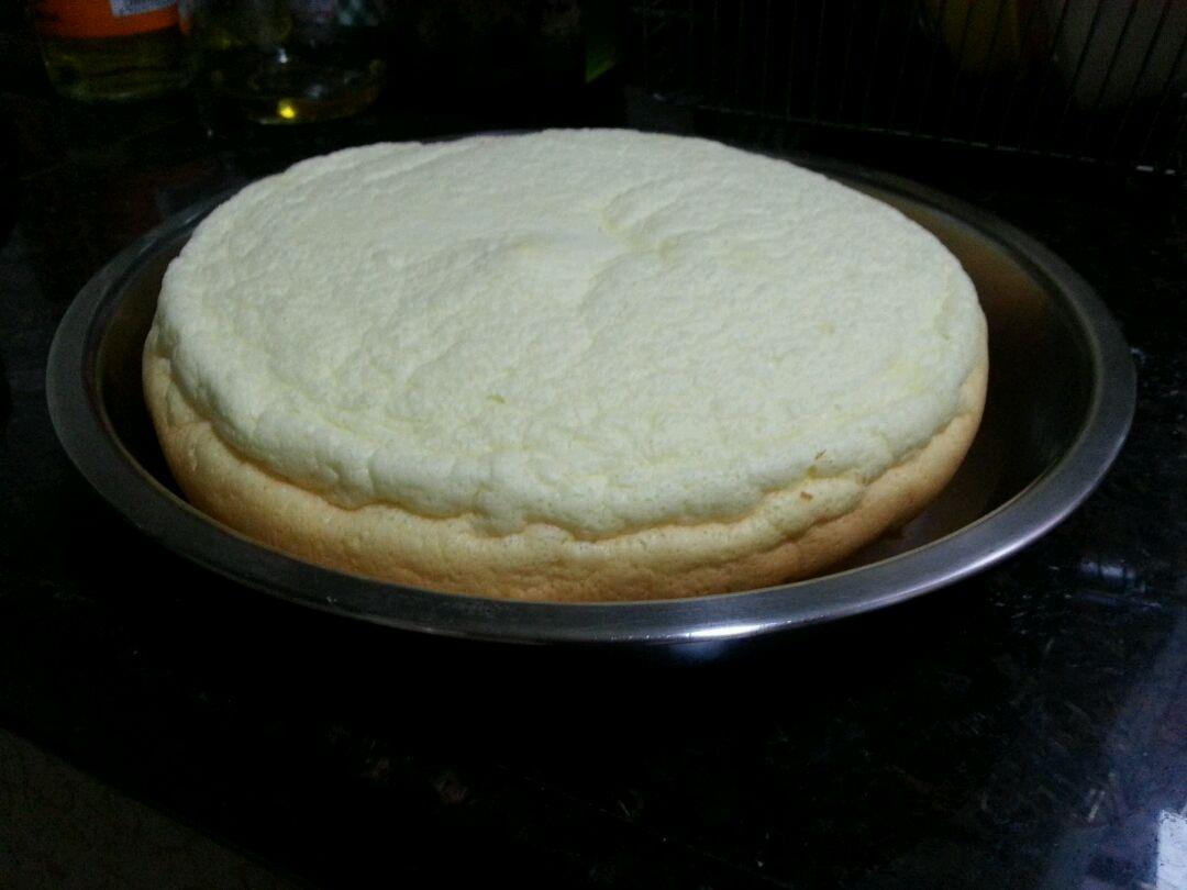 油30g 盐少许 醋2-3滴 泡打粉少许 鸡蛋4个 电饭锅蛋糕的做法步骤 8.