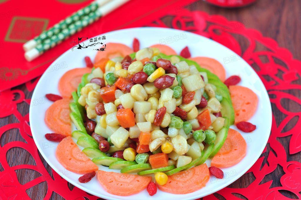 颜色靓丽缤纷,诱人食欲,是春节家宴餐桌上必不可少的一道营养健康素菜