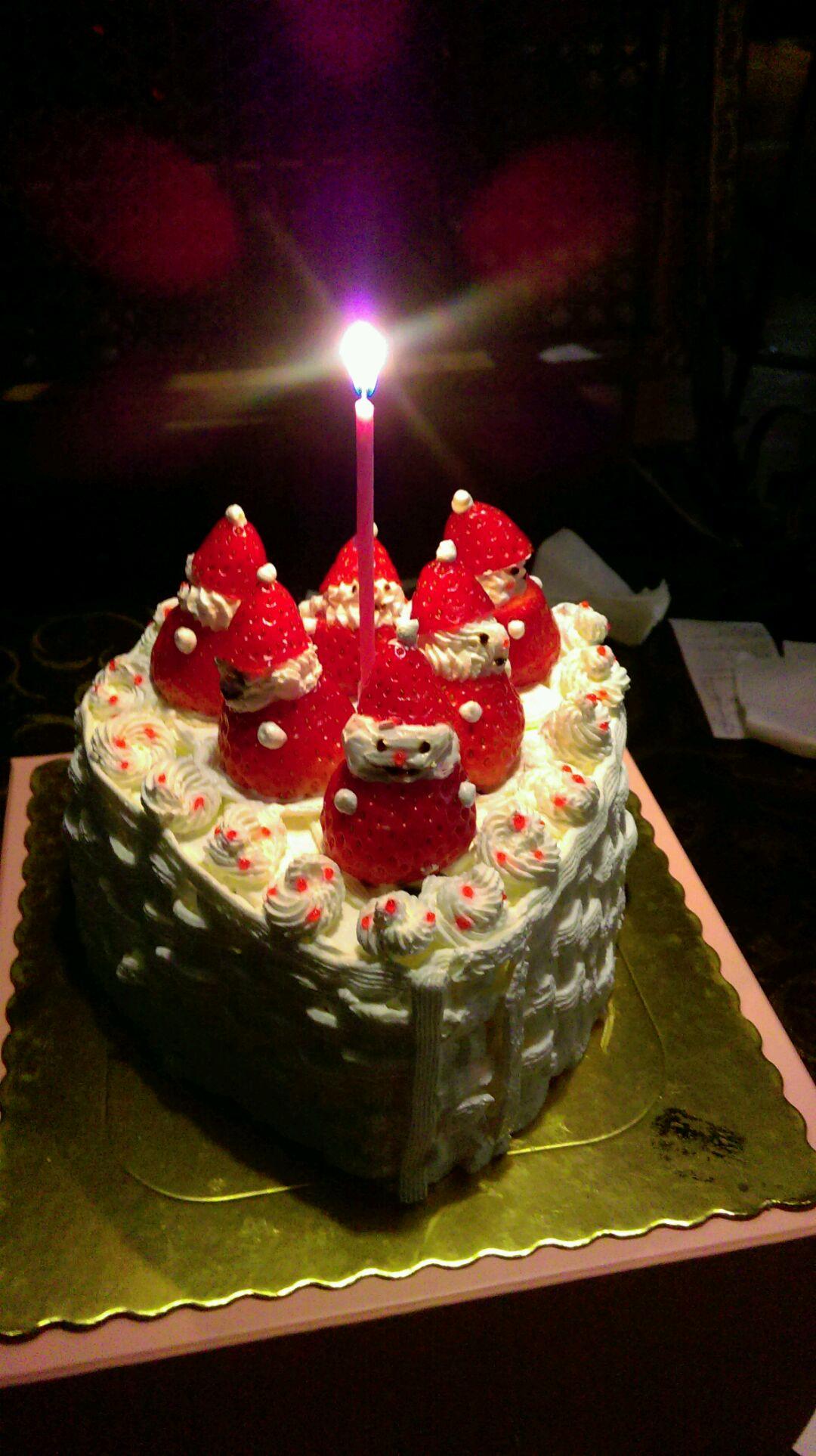 可爱的草莓雪人蛋糕完成
