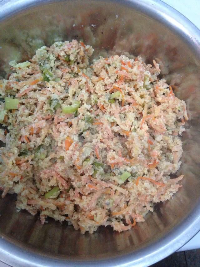 莴苣叶1把 鸡蛋2个 面粉适量 蒸菜的做法步骤        本菜谱的做法由