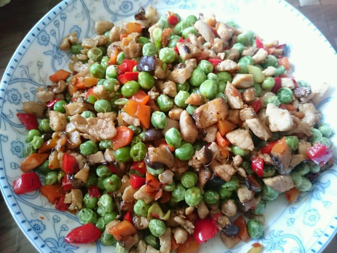 豌豆炒肉丁的做法图解8
