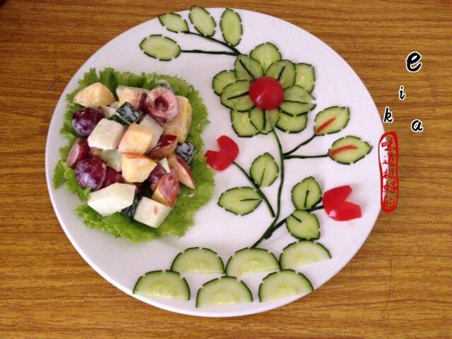 锅巴西红柿西瓜水果拼盘图片