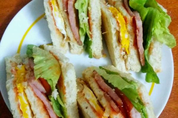 火腿鸡蛋三明治的做法_【图解】火腿鸡蛋三明治怎么做
