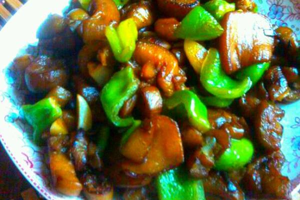主料 葱,蒜 生抽 白糖 盐 家常烧茄子的做法步骤 1.