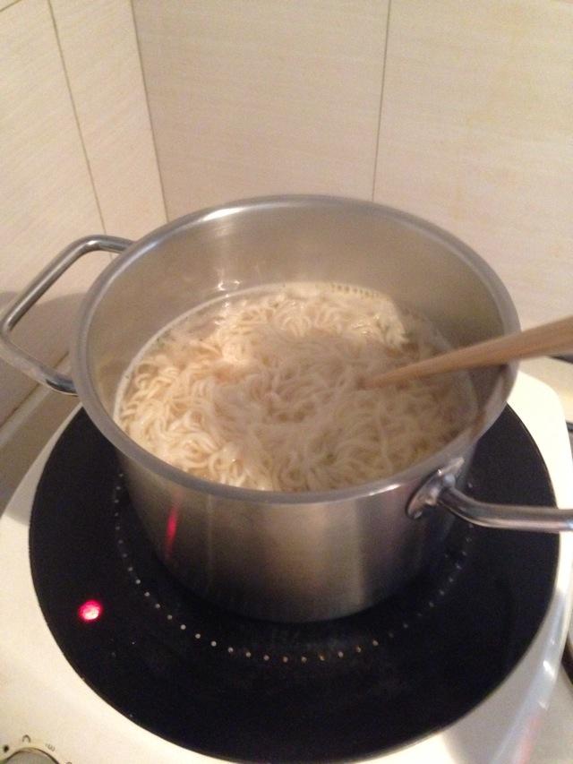 煮方便面的做法步骤 6.