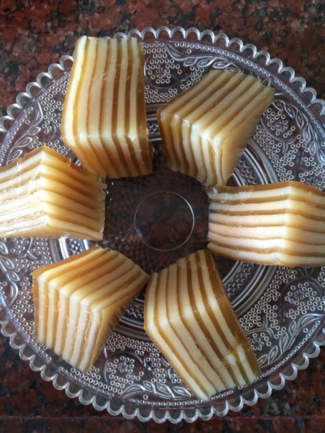 马蹄粉500g 椰浆1罐 1罐 红糖3块 水3碗 椰汁千层马蹄糕的做法步骤 分