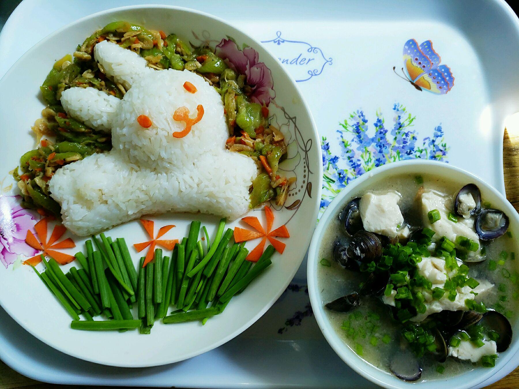 宝宝爱吃饭,虾皮丝瓜煲之白兔造型米饭