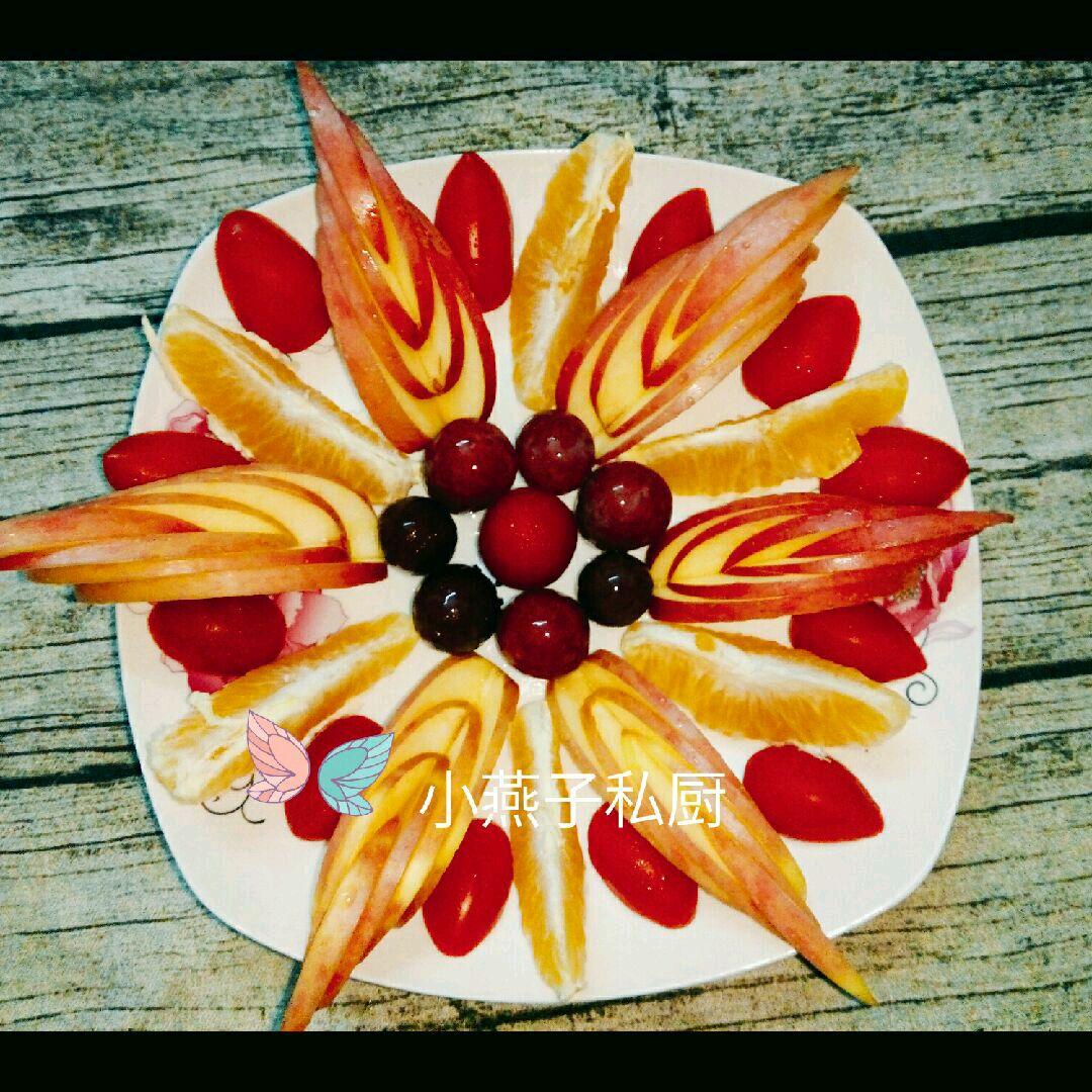 漂亮的水果拼盘就做好了