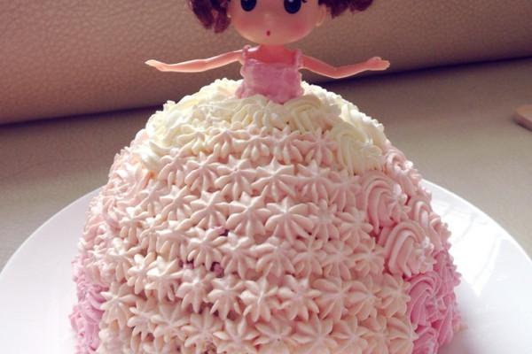芭比小公主生日蛋糕的做法 芭比小公主生日蛋糕怎么做如何做好吃 芭