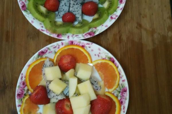 主料 橙子适量 草莓适量 火龙果适量 苹果适量 弥猴桃一个 水果拼盘图片
