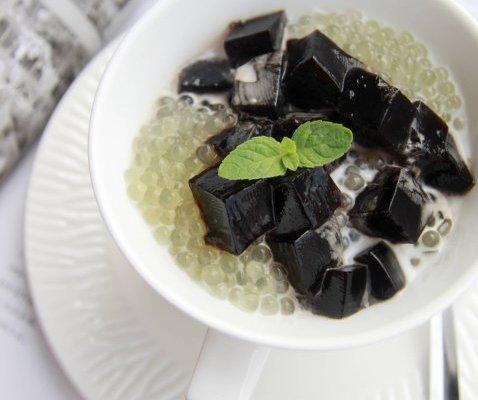 龟苓膏的副作用_夏天的五分钟甜品——椰汁西米龟苓膏