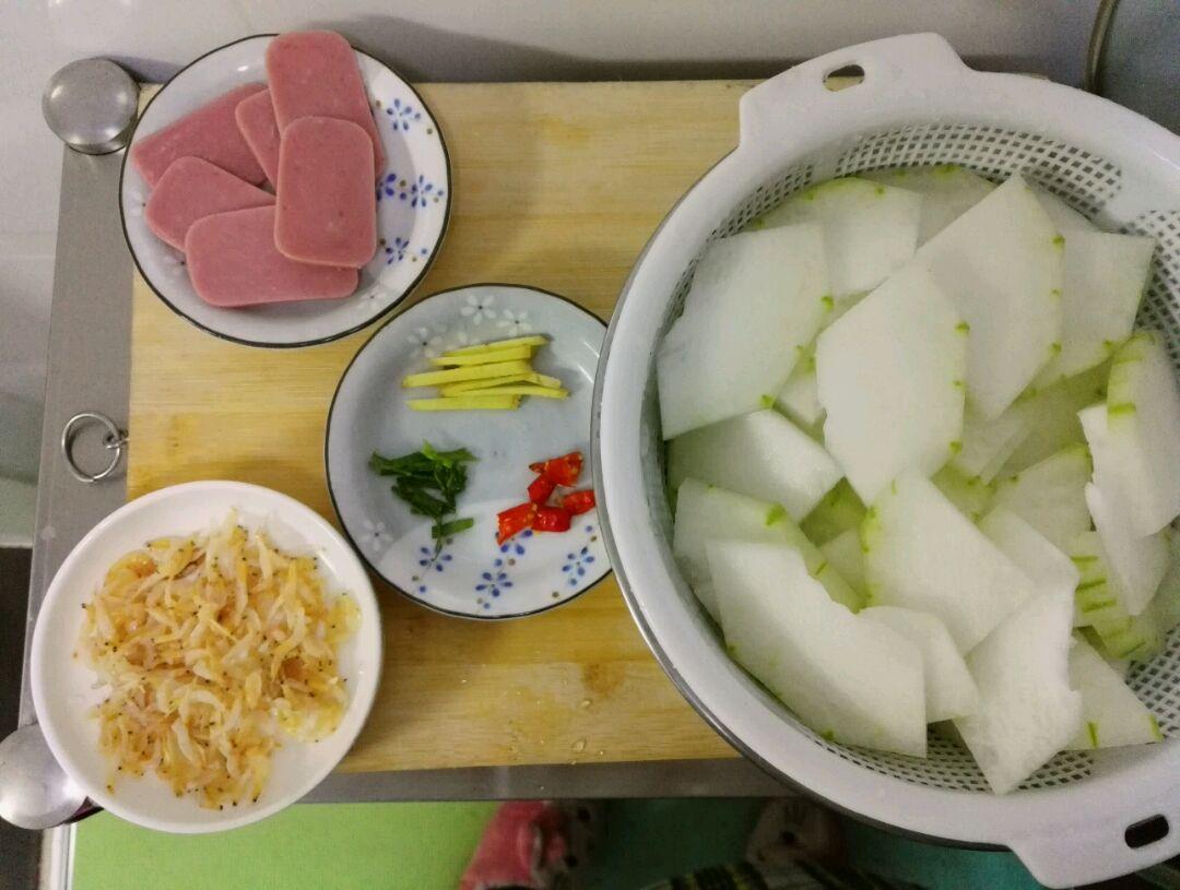 虾皮冬瓜汤的做法图解2