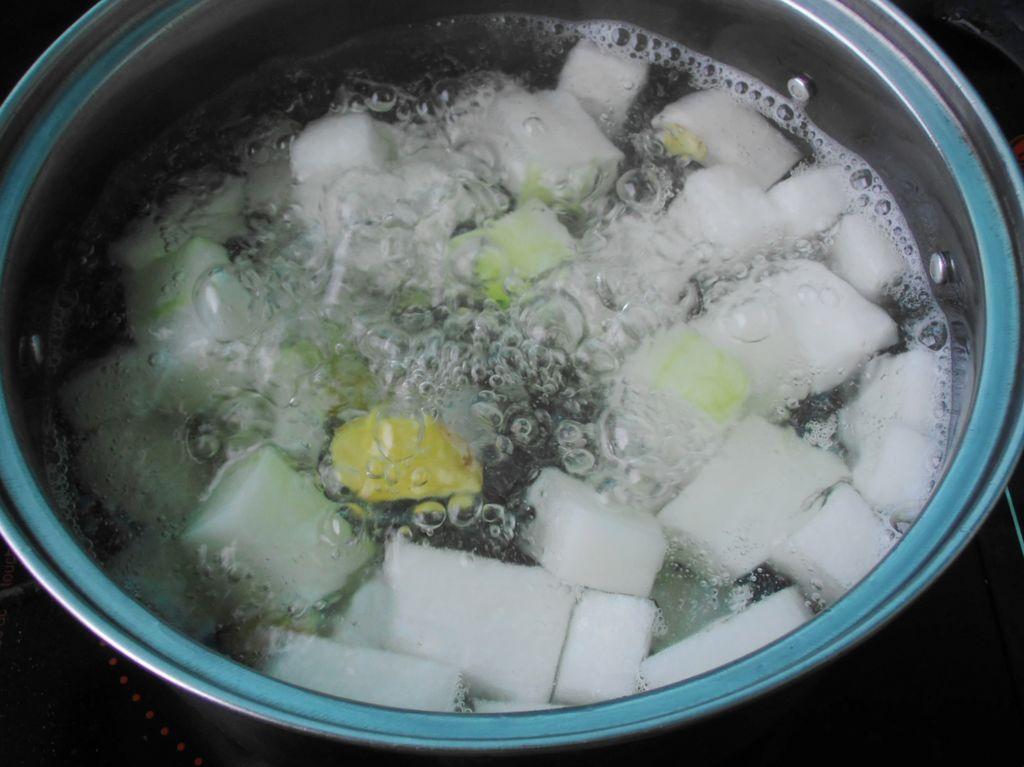 冬瓜花蟹汤的做法图解4