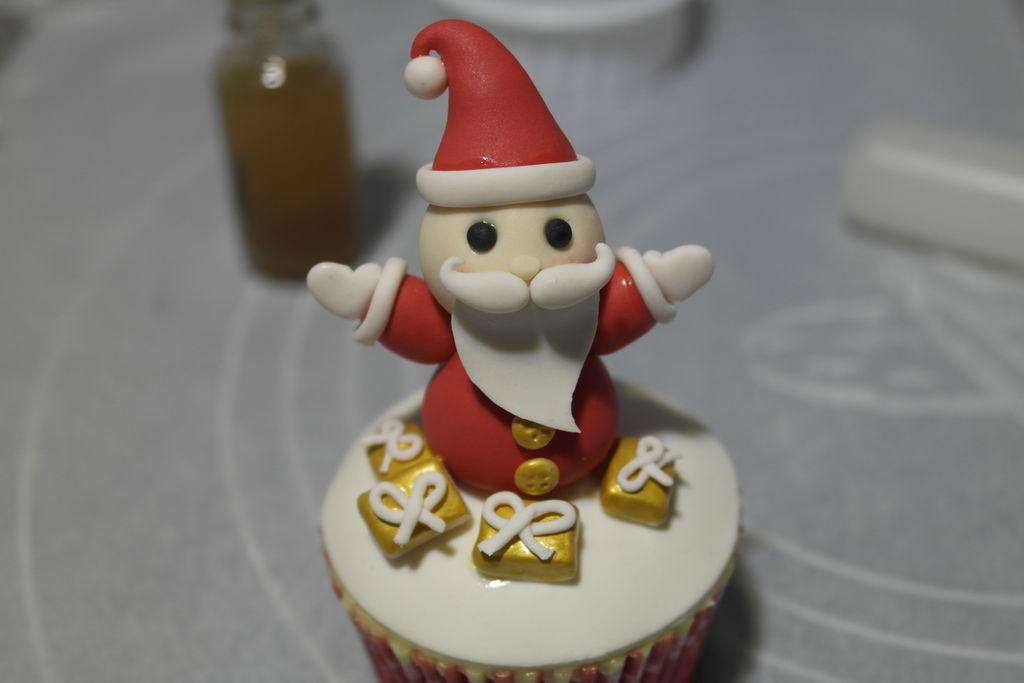 陪你过圣诞—小豆子主题翻糖纸杯蛋糕#圣诞烘趴 为爱起烘的做法图解14