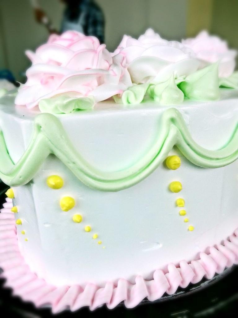 心形玫瑰花簇裱花蛋糕的做法图解2