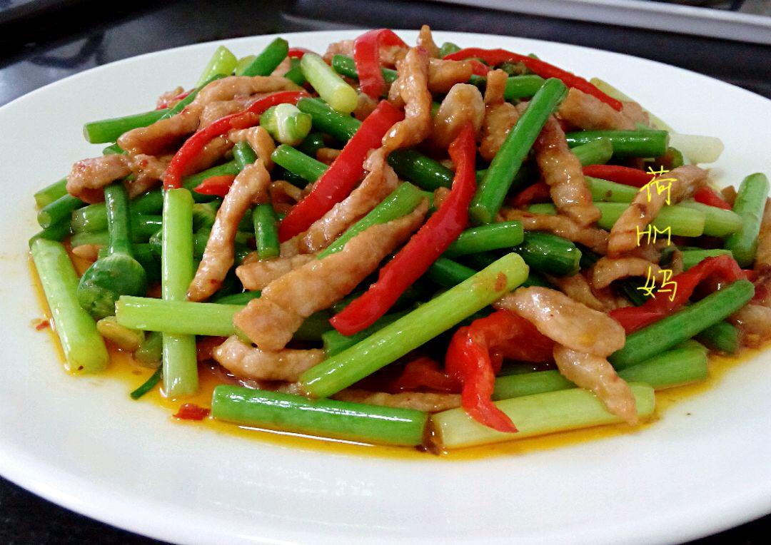 豆瓣酱半勺 淀粉适量 食用油适量 #家常菜#   韭苔肉丝的做法步骤