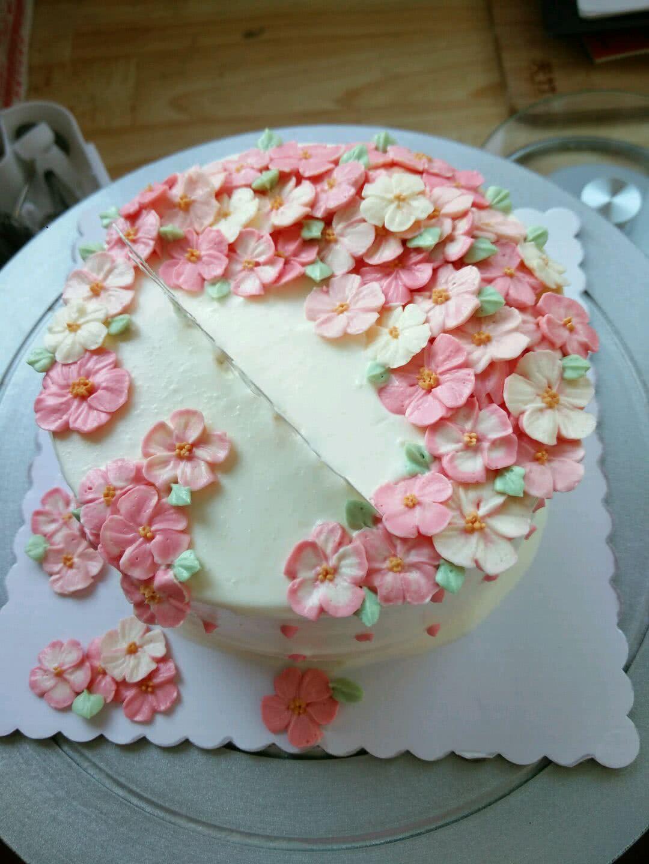 奶油裱花的做法_【图解】蛋糕奶油裱花怎么做如何