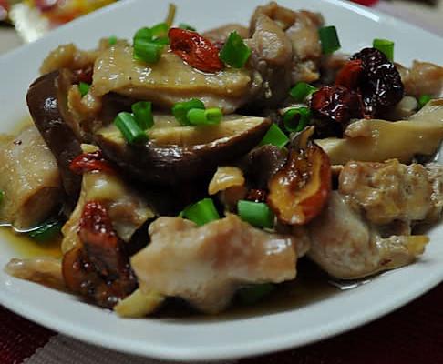 枸杞红枣香菇蒸滑鸡的做法_【图解】枸杞红枣香菇蒸滑