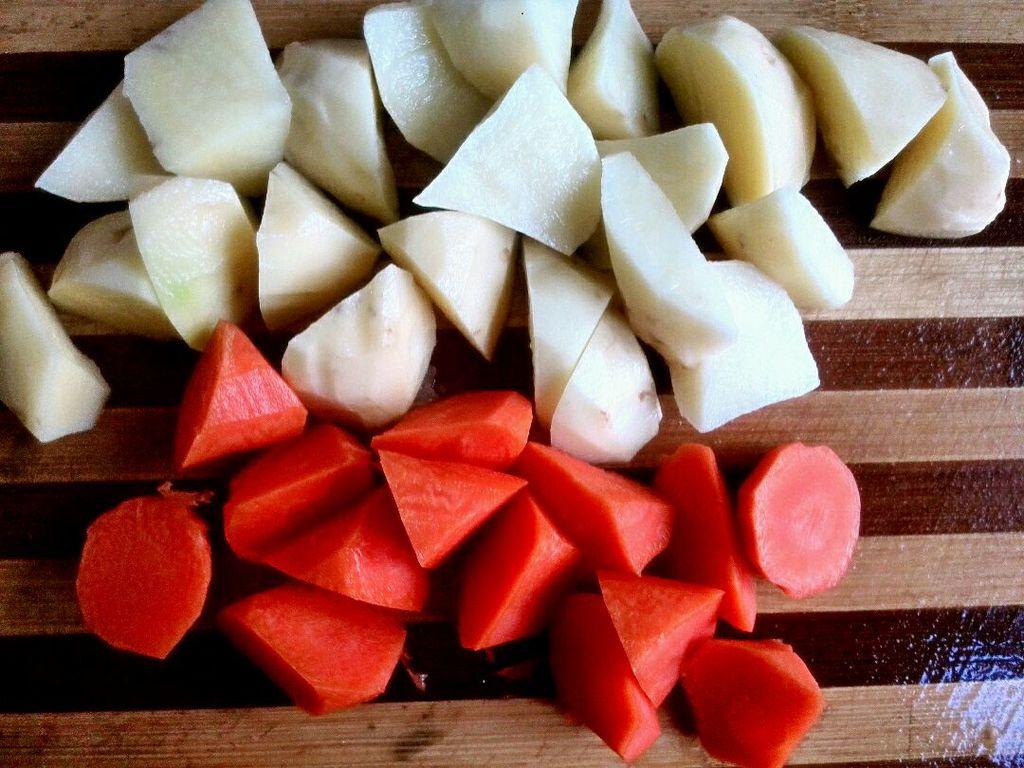 土豆滾刀塊切法圖解_滾刀塊切法圖解_滾刀塊怎么切
