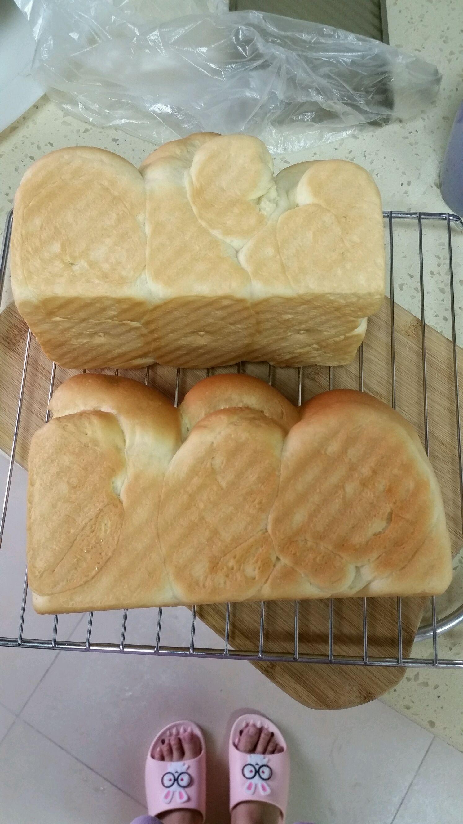 中种吐司面包的做法_土司面包配方 能不能用甜面包的配方做吐司?