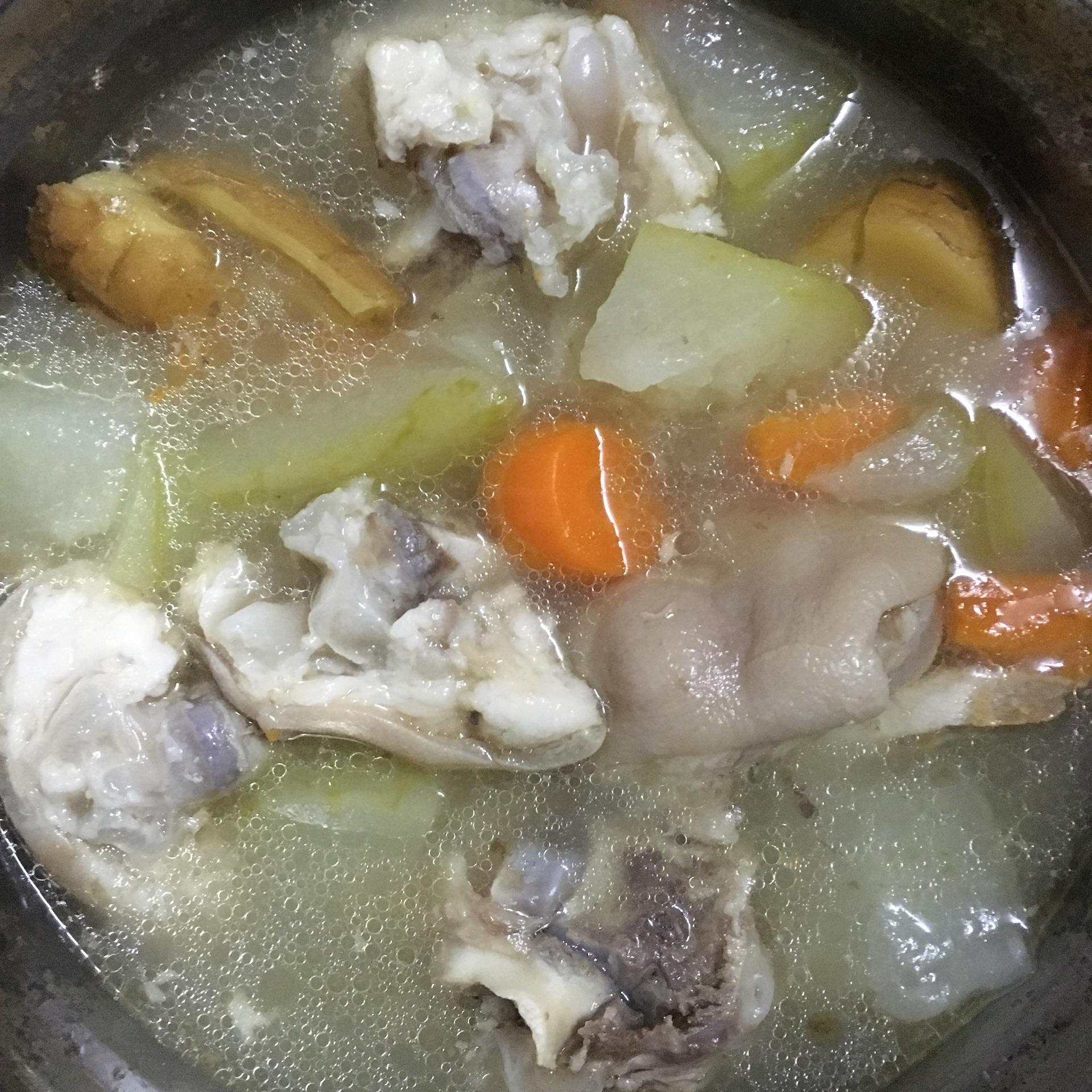 冬瓜猪蹄汤的做法图解2