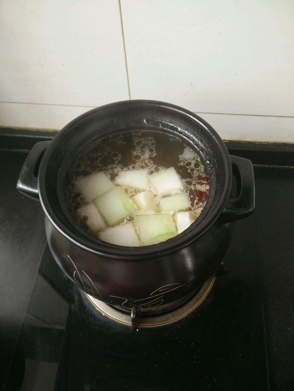 冬瓜排骨汤的做法图解1