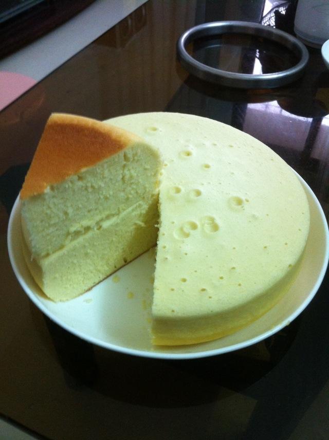 两勺 四个 半杯 白糖适量 泡打粉10克 色拉油 电饭锅蛋糕的做法步骤
