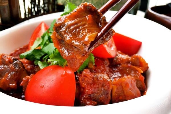 亨氏番茄酱50g 白醋30ml 白糖80g 香菜1棵 番茄牛腩的做法步骤 小贴士