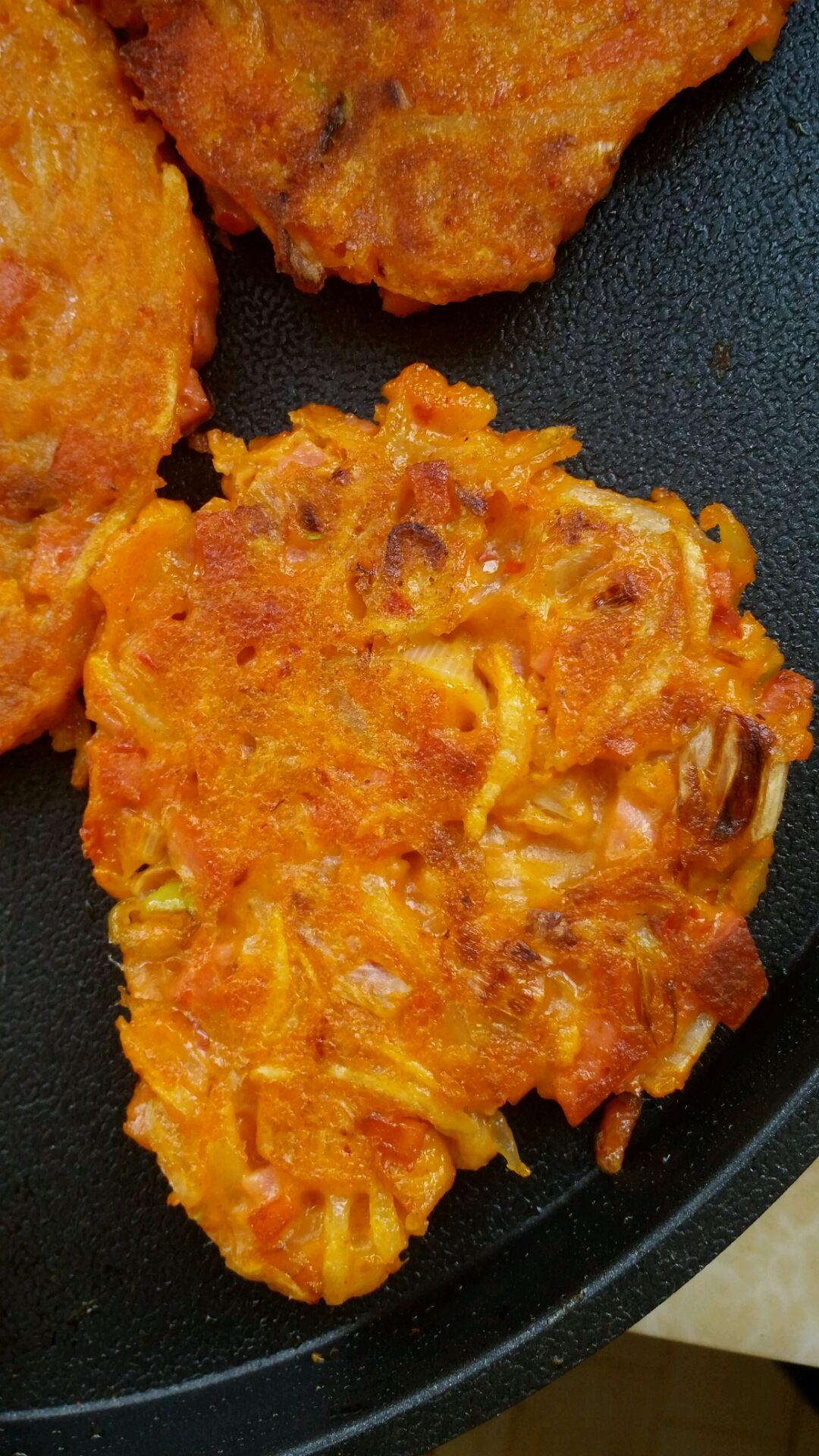 韩国泡菜饼的做法步骤 2. 加入泡菜  咸淡自己掌握  搅拌