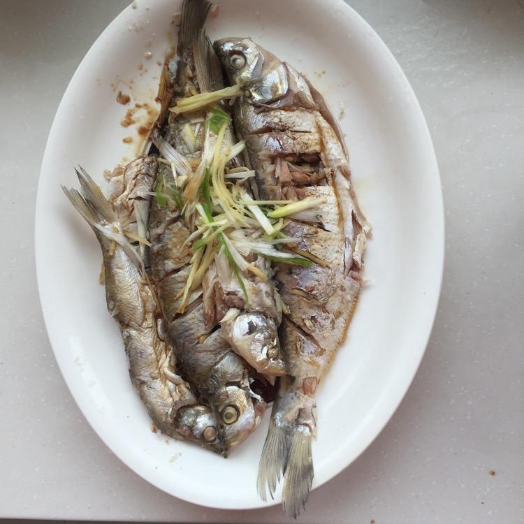 时间:10~30分钟       主料 鱼 料酒 盐 蒸鱼豆豉 清蒸鱼的做法步骤