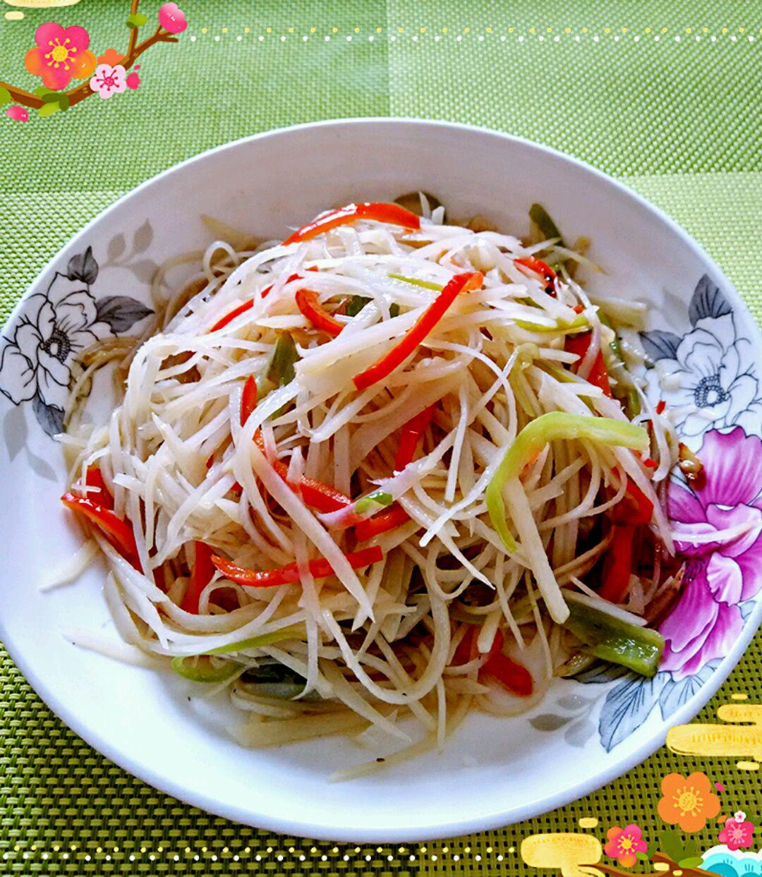 青红椒丝适量 葱,姜,蒜末适量 醋适量 盐适量 酸辣土豆丝的做法步骤