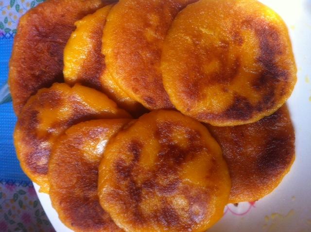 想着自己做的肯定好吃     主料 糯米粉 辅料   油 南瓜饼的做法步骤