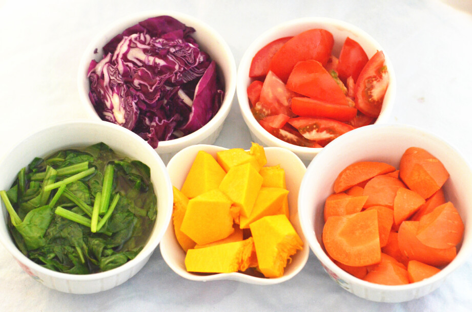 五彩缤纷蔬菜面条的做法图解1
