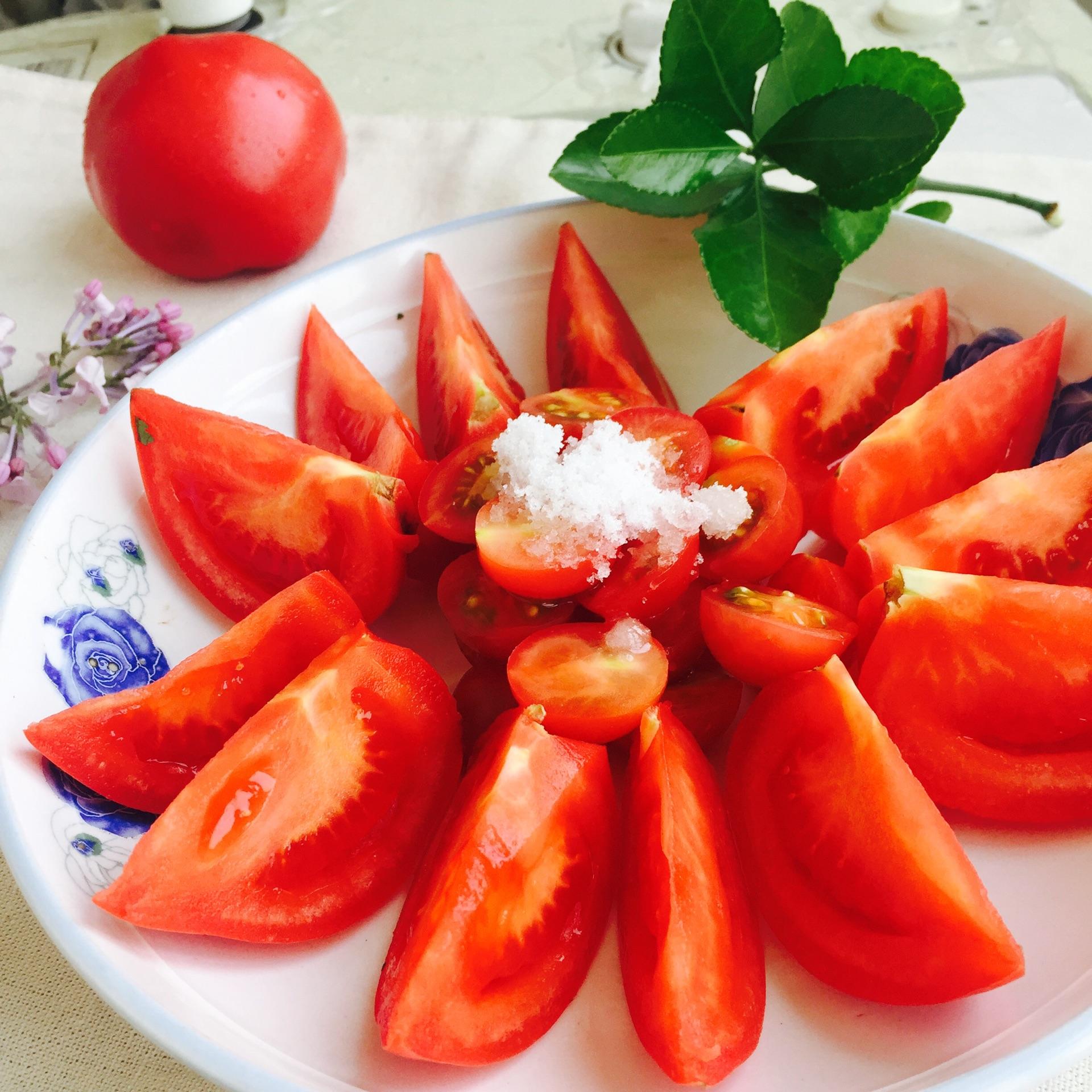 美容养颜     主料 2个 白糖少许 糖拌西红柿的做法步骤
