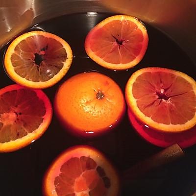 倒入汤锅,丢入丁香皮,丁香戳眼开心一圈圈肉桂,切橙子一片片塞入婷婷六月橙子倒入深深爱图片