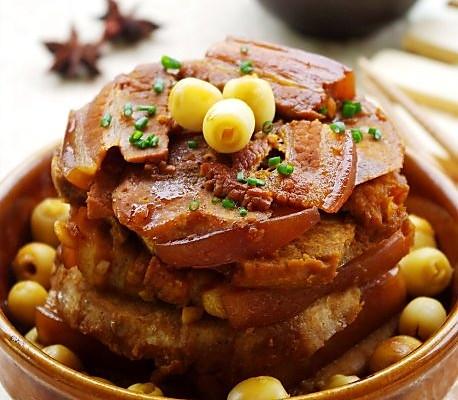 正宗的荔浦芋扣肉,采用的是桂林荔浦县特产的荔浦芋,带皮五图片