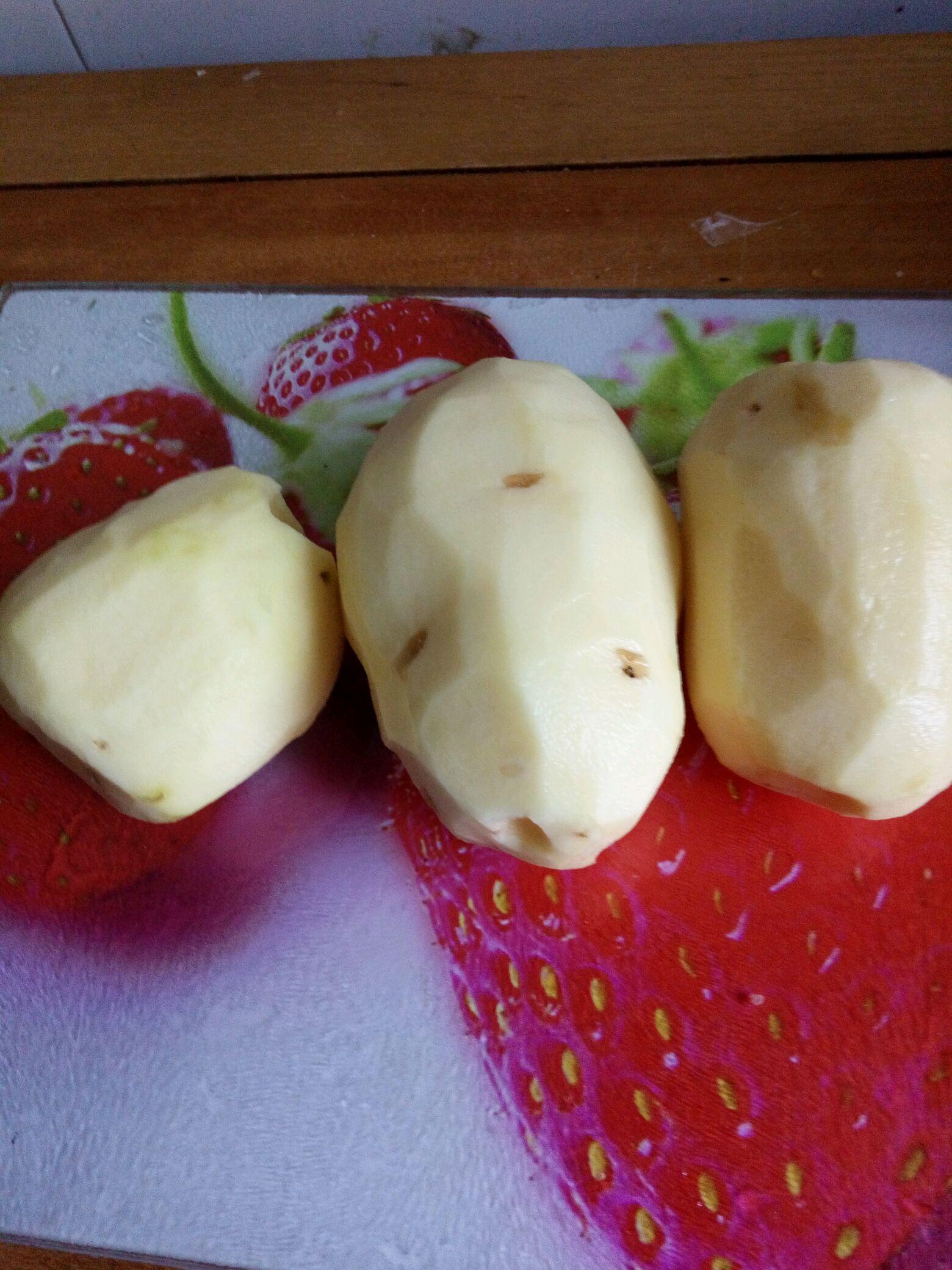 土豆洗净削皮