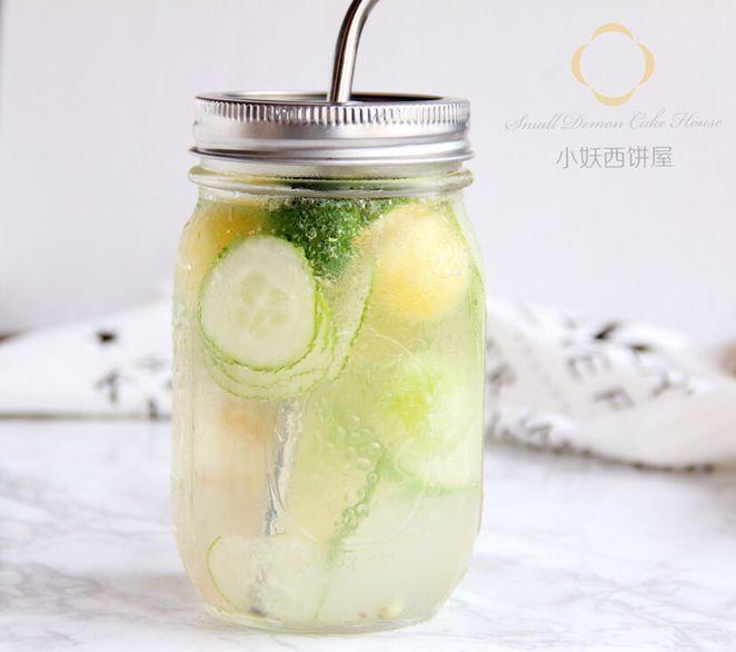 黄瓜片适量 柠檬片适量 小金桔适量 荔枝适量 柠檬果蔬气泡水的做法
