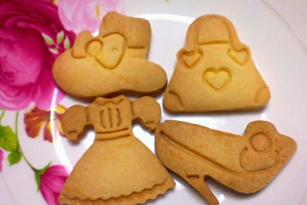 这套可爱的服装造型饼干