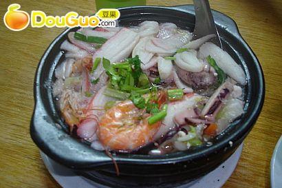 辅料   精盐适量 料酒适量 适量 适量 胡椒面适量 砂锅鱿鱼的做法步骤