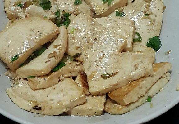 家常炒豆腐的做法 家常炒豆腐怎么做如何做好吃 家常炒豆腐家常做法
