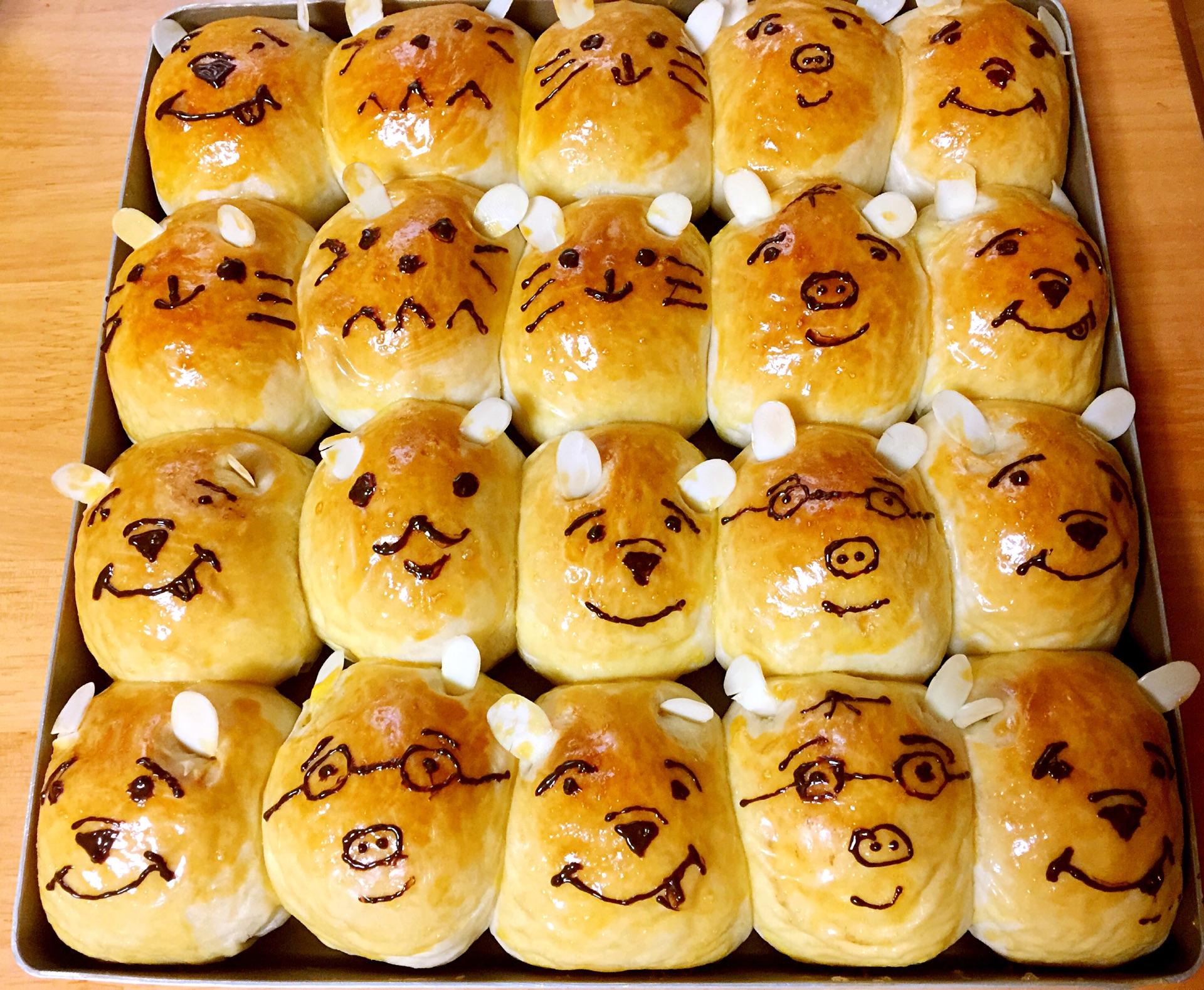 面包彩色铅笔画