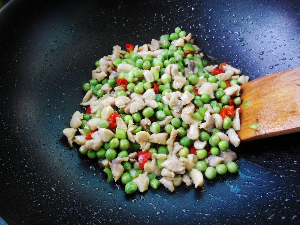 豌豆炒鸡的做法图解8