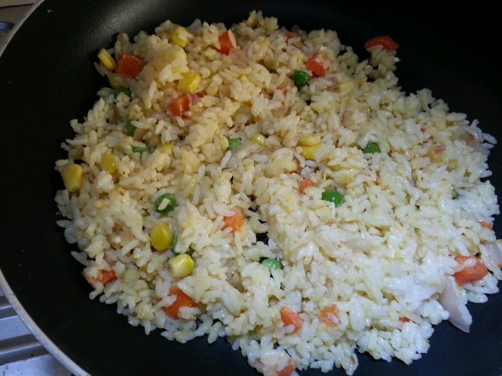芝士咖喱焗蛋炒饭的做法图解2