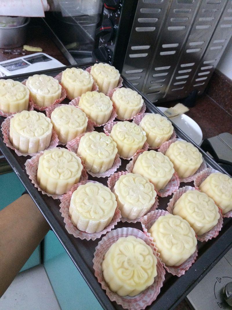 椰蓉绿豆冰皮月饼的做法步骤        本菜谱的做法由 锋锋妈咪 编写