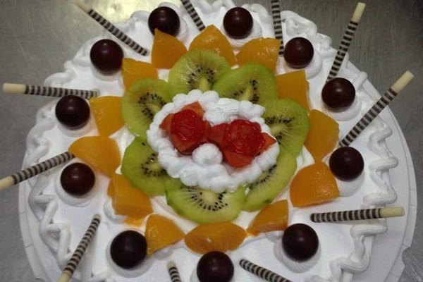 水果生日蛋糕的做法_【图解】水果生日蛋糕怎么做