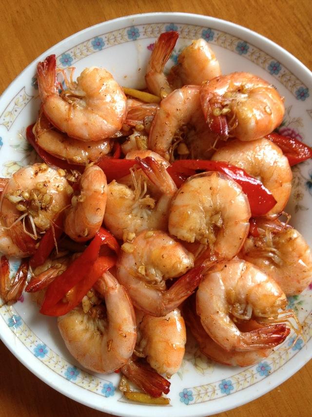 醋适量 酱油适量 辣椒1个 生姜3片 大蒜子2个 盐适量 红烧大虾的做法图片