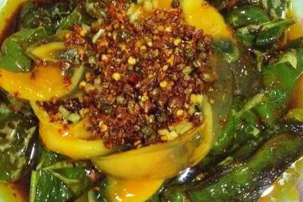 虎皮青椒皮蛋的做法 虎皮青椒皮蛋怎么做如何做好吃 虎皮青椒皮蛋家