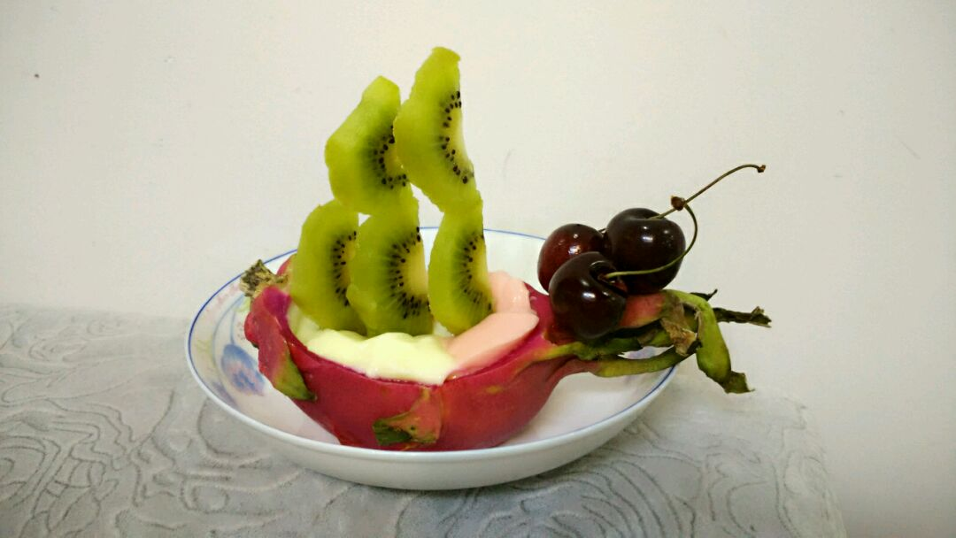 火龙果奶酪船图片