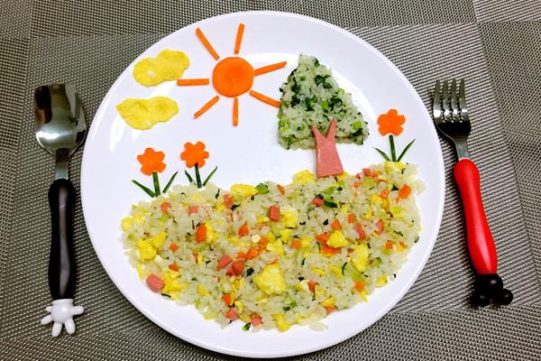 主料 面包片,鸡蛋,各种水果 儿童创意早餐的做法步骤        本菜谱